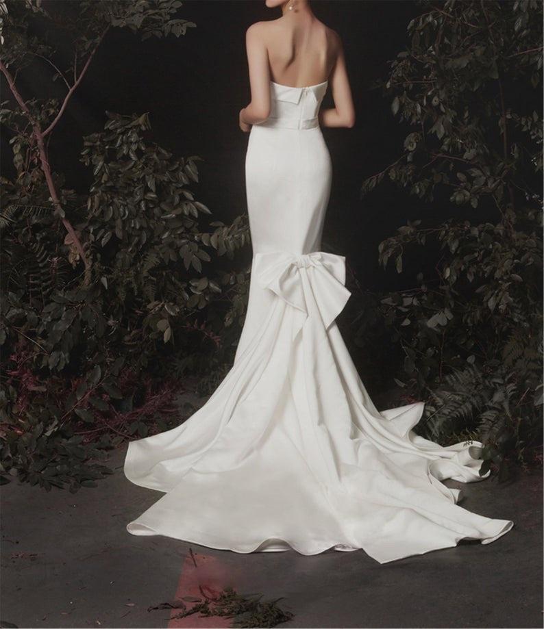 Minimalism Ivory Satin Wedding Dress