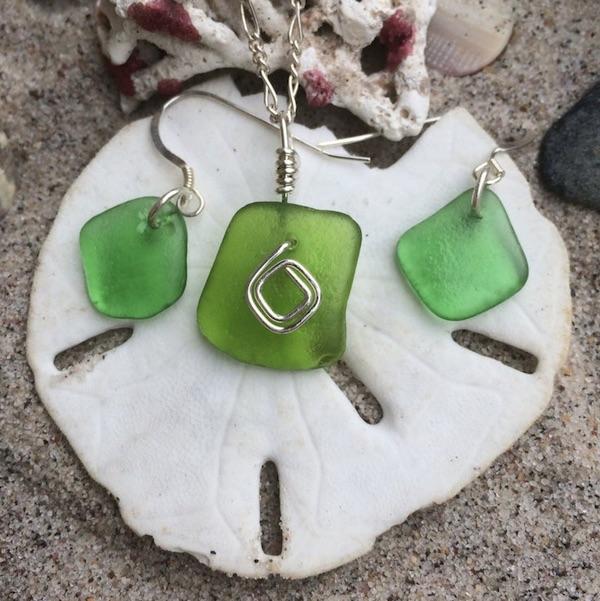Kelly Green Sea Glass Pendant & Earrings